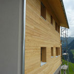 Westfassade oberer Teil aus Holz.