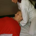 Beweglichkeit der Halswirbelsäule spüren
