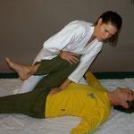 Beinrotation - Spüren von Hüfte und Lendenwirbelsäule