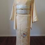 18 綺麗な濃いクリーム 日本刺繍がさりげない豪華さです