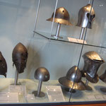 Hochmittelalter Helme im Burgmuseum