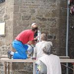 Sculpture du Père Damien - Mise en place du receptacle - Photo de Emilie Nisolle