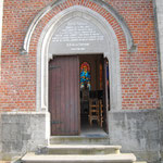 Porte d'entrée de la chapelle Notre-Dame de la Fontaine - Photo de Emilie Nisolle