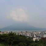 桜島、残念、雲が…