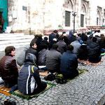 la prière du vendredi, las mosquées sont souvent pleines