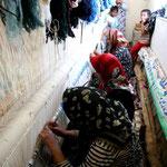 près de Tabas, les femmes tissent des tapis