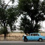 Les voitures en panne font partie du paysage Kirghize