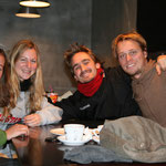 on se fait des copains : ici Guilhem et Gaëlle, du Kirghiztan à la France en stop et à pieds