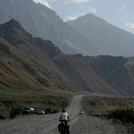 Jude, anglaise, partage la route avec nous vers la frontière chinoise