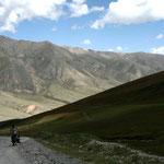 la montée vers Song Kol, le début de 400 kilomètres de pistes