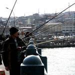 les pêcheurs sur le pont Galata