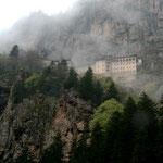 le monastère de Sümela, accroché à la montagne