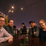 Abendessen mit Freunden - auf der Dachterrasse hoch über Hanoi
