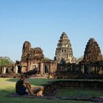 Am frühen Morgen haben wir die Khmer Tempelanlage in Phimai für uns alleine