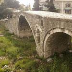 Tiranë: sehr bekannte Brücke