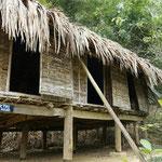 Typisches Haus der Muong im Freilichtmuseum von Hoa Binh