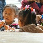 Wer meint, chinesische Mädchen spielen nur mit Plastikspielzeug irrt