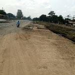 Das Navigationsapp hat uns auf eine Baustelle geleitet, dank den freundlichen Thailänder finden wir den Weg trotzdem