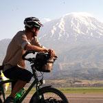 Der Berg Ararat wird bestaunt