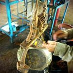 Mulberry Farm in Phonsavan: Seide wird aus den Kokons gewonnen