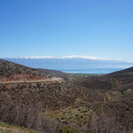 Abfahrt vom Qafe Thane Pass zum Ohrid See hinunter
