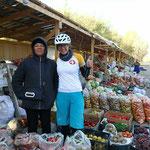 Z'nüni am üppigen Gemüse- und Früchtemarkt