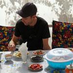 Wohlfühlen in Arslanbob, auf der gemütlichen Sitzecke mit Blick auf die Walnusswälder und Berge