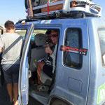 Den letzten Kilometer tausche ich mit einem neuseelaendischen Fahrer der Mongolian Ralley