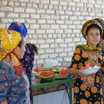 """Und Melonenschnitze werden verteilt! Turkmenistan feiert sogar jaehrliche den """"Tag der Melone"""""""