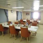 Im Esszimmer der Offiziere wurden auch wir bedient. Wir durften sogar am Tisch des Kapitäns speisen!