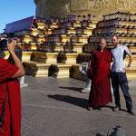 Auch Mönche wollen ihr Erinnerungsbild vom Golden Summit