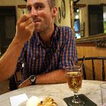 Kafi Lutz und Öpfelflade, im Restaurant von Theresa und Urs MUSSTEN wir ja einkehren