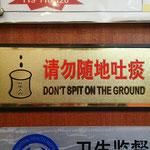 Im Gegensatz zu den Chinesen würde es uns nicht in den Sinn kommen, in der Hotellobby zu spucken...
