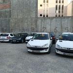 Nein, keine Peugeot Garage, dies ist ein oeffentlicher Parkplatz :-)
