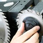 Vorritzsägeblatt QuickStep: werkzeuglose Einstellung der Ritzbreite im 0,05 mm Rastersystem