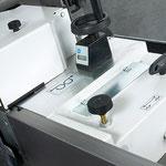 Fräsanschlag Typ 204: beidseitig Handräder und Digitalanzeigen, zur Gesamt- sowie Einzelverstellung der Anschlagplatte rechts, incl. Komfortklemmung