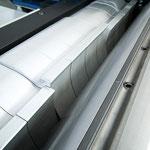 Gliederdruckbalken: für optimalen Anpressdruck auf den Hobeltisch beim gleichzeitigen Hobeln unterschiedlich hoher Werkstücke.