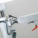 Comfort-Vorschub-Tragarm: elektromotorisch höhenverstellbar, Positionierung über Achsenmodul