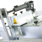 Comfort-Wegschwenkvorrichtung: Elektromotorisches Anheben des Fräsanschlages zum mühelosen Wegschwenken in eine neutrale Position