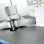 Wegschwenkvorrichtung hydraulisch komfortables und sicheres Anheben und Wegschwenken des  Fräsanschlages