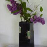 lila Flieder in gebautem Kasten
