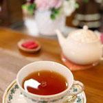 紅茶は2杯分あり。カップもかわいい