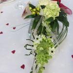 Blumenschmuck für den Tisch