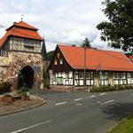 Tor mit Touristen-Information und Gemeindeverwaltung