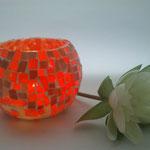 Portavelas naranja ilumindo.