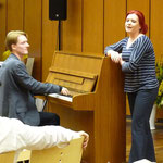 Frecher Überraschungsauftritt von Stimmbildnerin Nina und David