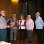 Auszeichnung der Gründungsmitglieder des Frauenchors