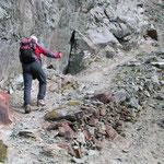 Sentiero a fondo roccioso