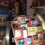 Miniaturen mit Aufhängern & Fee Sarischka im Hintergrund