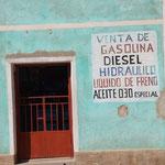 Tankstelle, der Diesel wird im 10 Liter Kanister herausgereicht